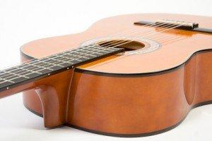 גיטרות אקוסטיות – צלילי הקסם המתכתיים