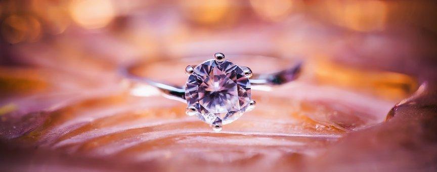 למה עדיף לקנות תכשיטי יהלומים בבורסה?