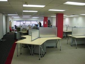 שולחן משרדי ועיצוב יוקרתי של המשרד שלנו