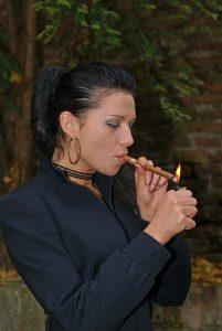 האתר שיהפוך אתכם למעשנים מקצועיים