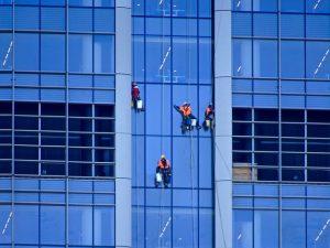חברה מומלצת לניקוי חלונות בגובה