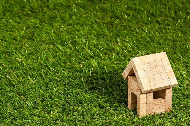 3 יתרונות של דשא סינטטי