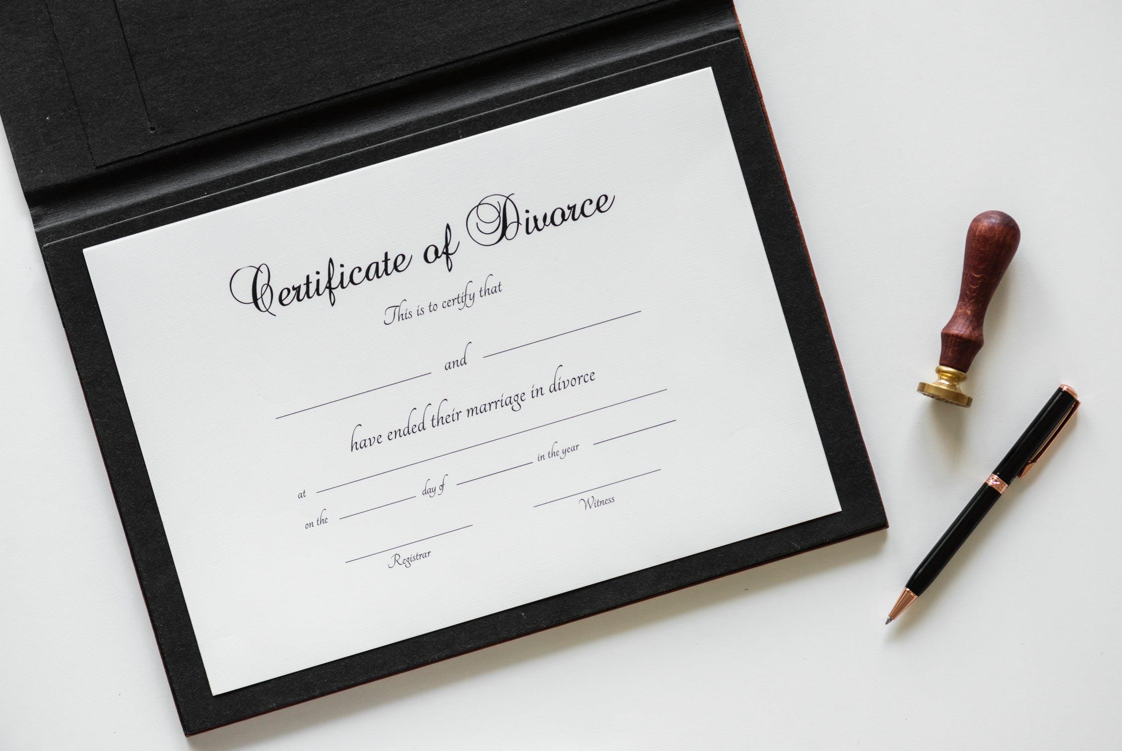 איך מתחילים הליך גירושין?