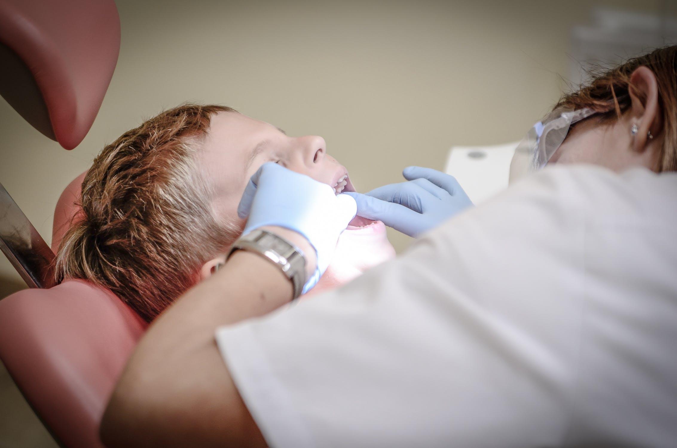 אילו סוגי שתלים לשיניים קיימים