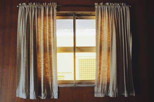 טיפים לניקוי הוילונות בבית