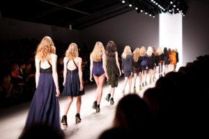 עיצוב בגדים למתחילים – כך תיכנסו לעולם עיצוב האופנה
