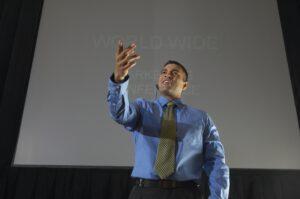 דיבור מול קהל- למה זה מלחיץ אותנו?
